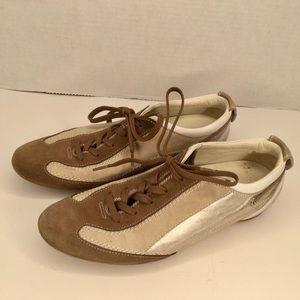 Tod's beige and brown suede moccasins.